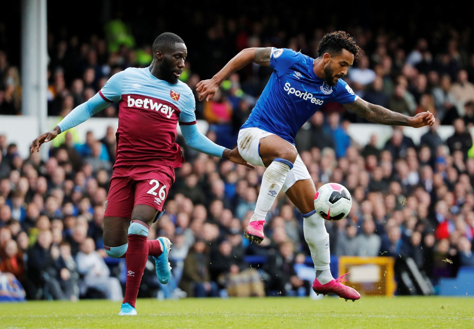 Everton: Fans loved Theo Walcott against West Ham United