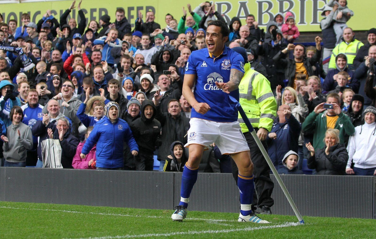 Everton: Fans respond to Tim Cahill comments after praising atmosphere