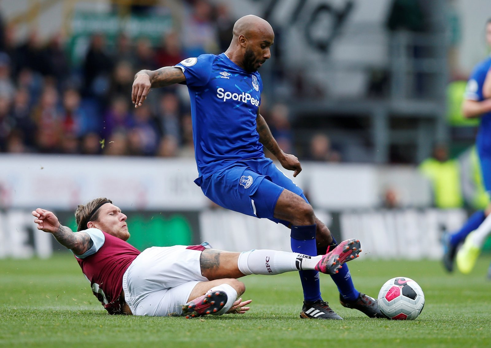 Everton: Fans frustrated as Fabian Delph has fresh injury concerns