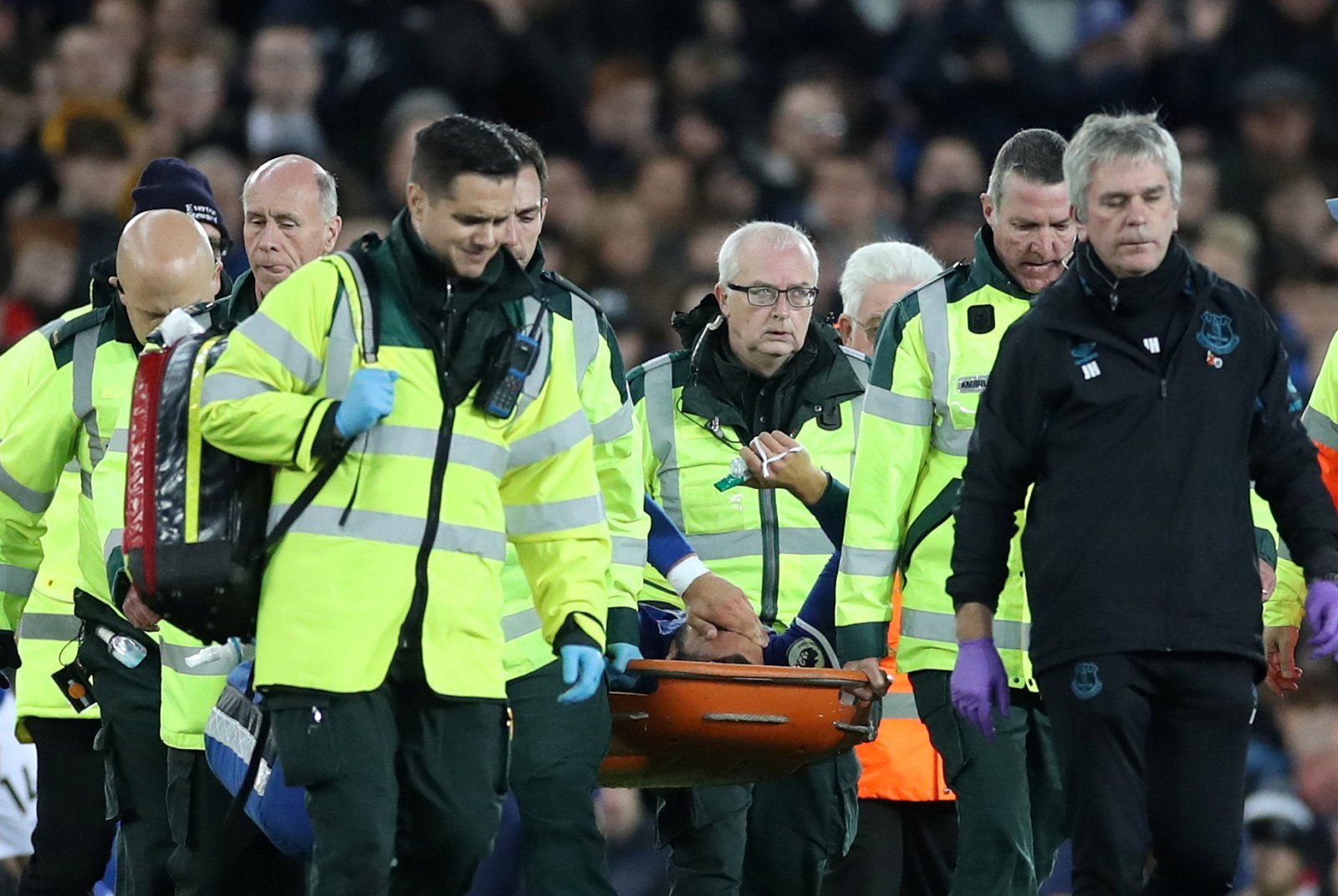 Everton: Fans send their best wishes to Andre Gomes after horror injury