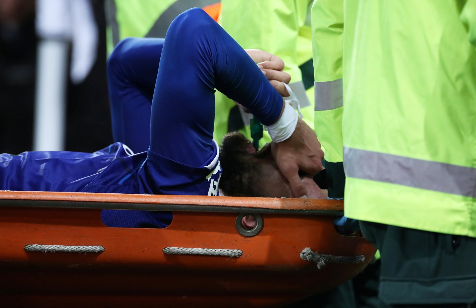 Everton: Fans relieved as Andre Gomes undergoes successful surgery on his ankle