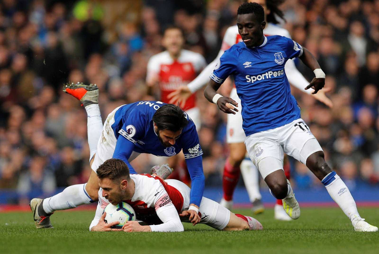 Everton: Fans show love for former star after heartwarming message to Andre Gomes