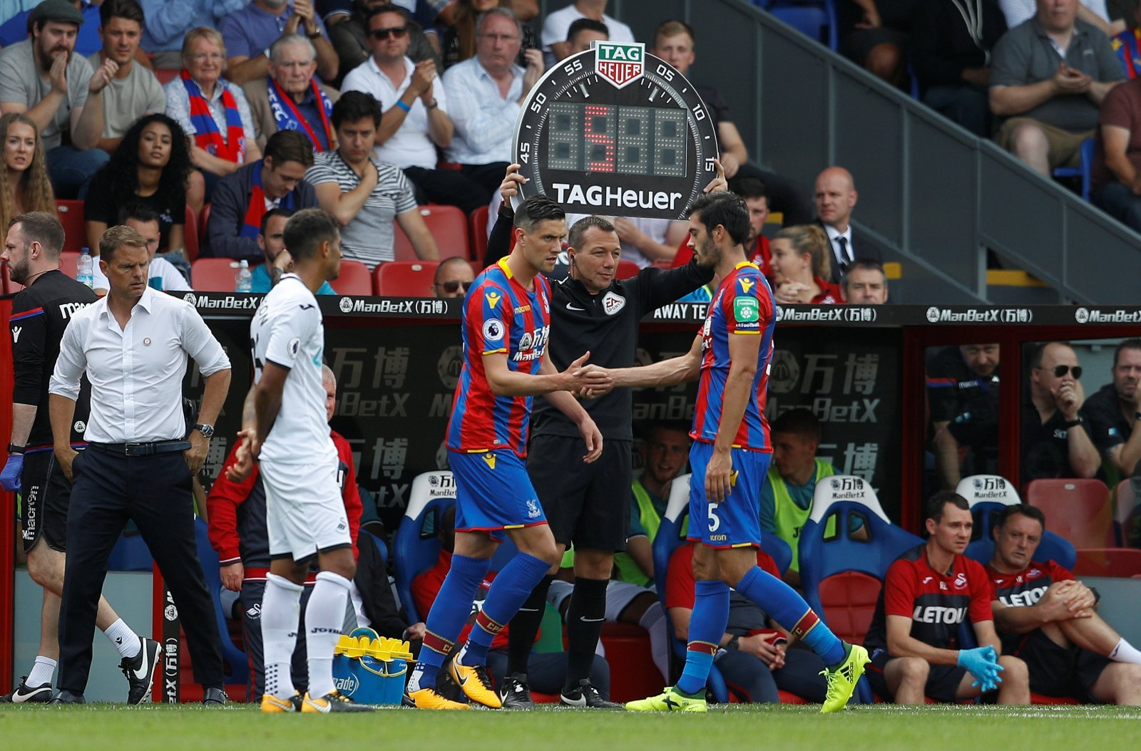 Crystal Palace: Fans call for Martin Kelly over James Tomkins