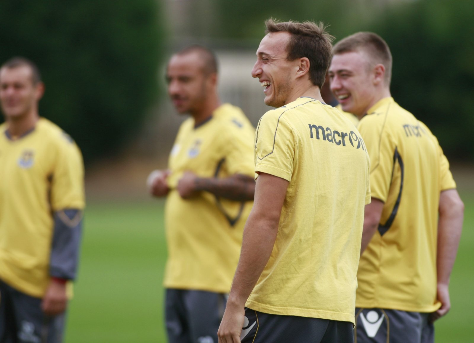West Ham: Mark Noble demands more from defensive duo in training