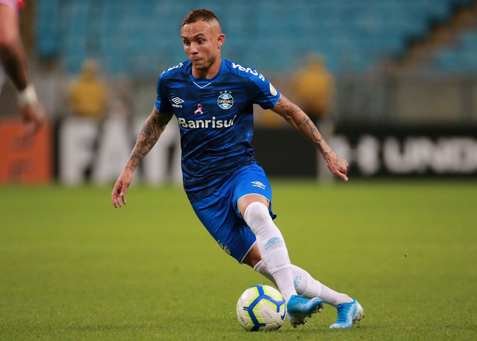 Everton: Fans cannot see deal for Everton Soares materialising