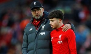 Jurgen Klopp chats with Neco Williams