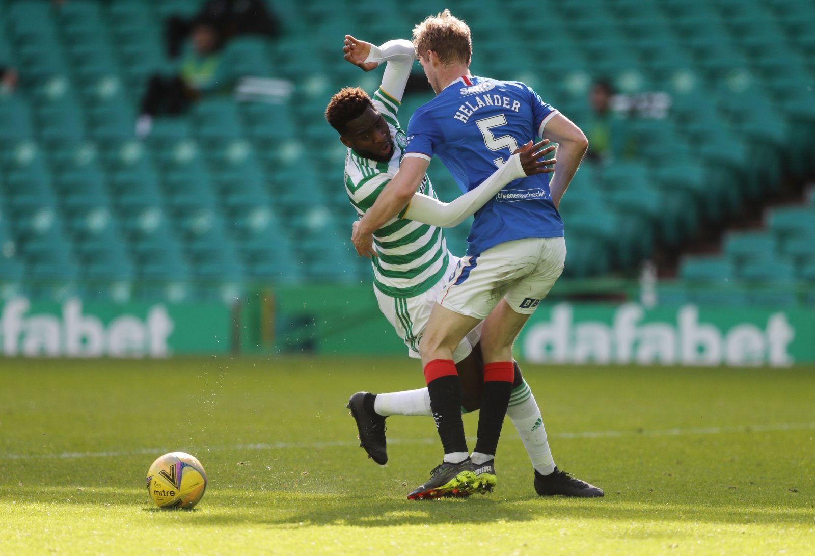 Filip-helander-battles-with-odsonne-edouard